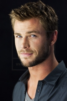 Nice Images Collection: Chris Hemsworth Desktop Wallpapers