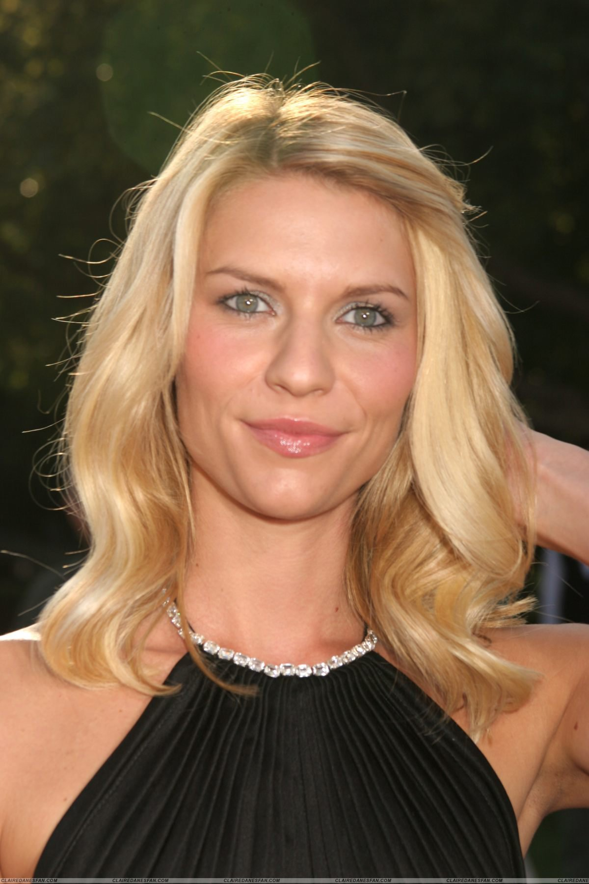 High Resolution Wallpaper | Claire Danes 1200x1800 px