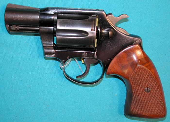 700x503 > Colt Cobra 38 Special Revolver Wallpapers