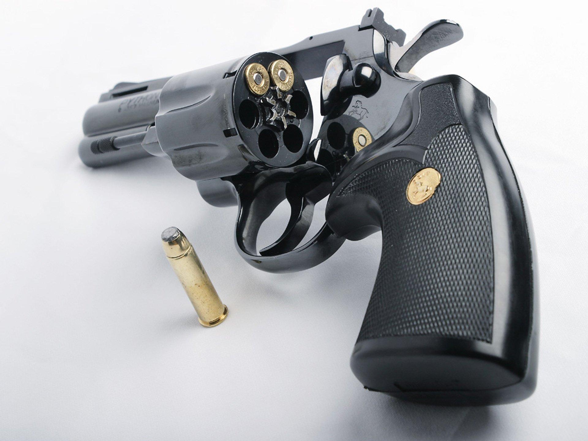 HQ Colt Python Revolver Wallpapers   File 241.72Kb