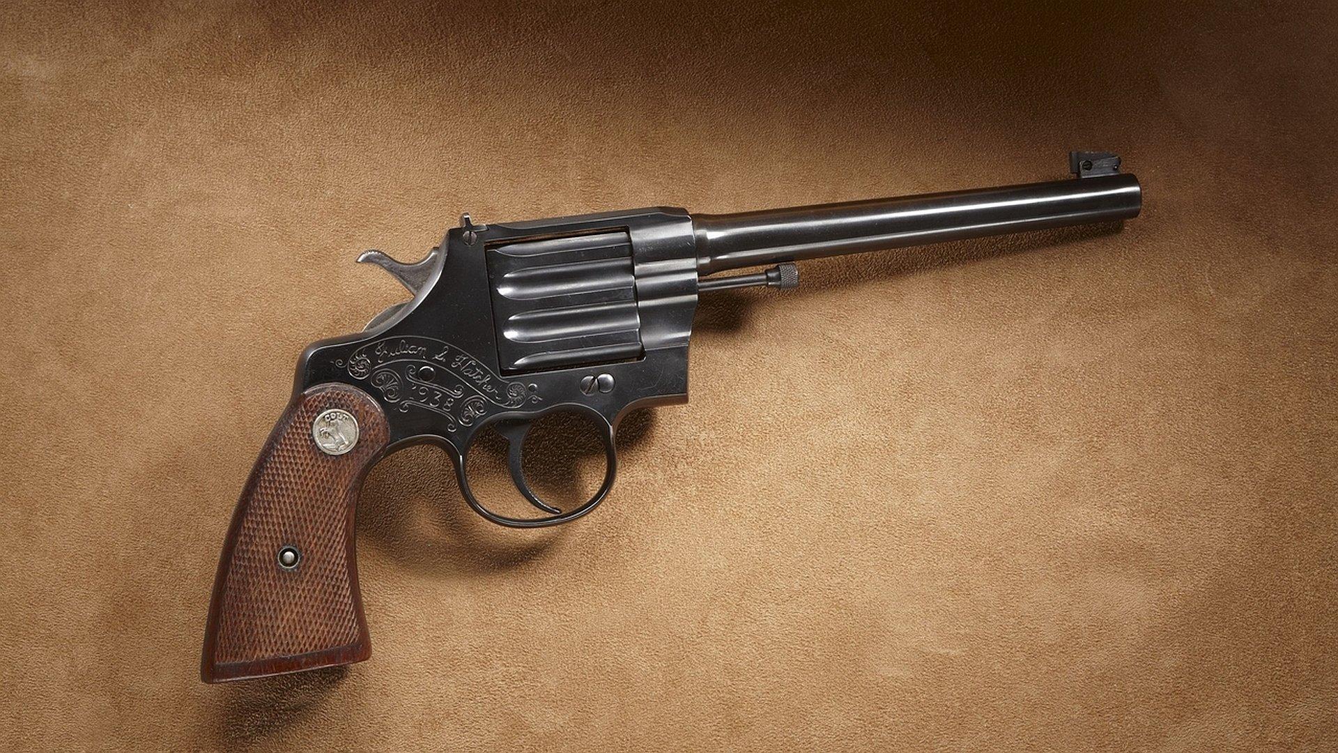 HQ Colt Revolver Wallpapers | File 566.8Kb