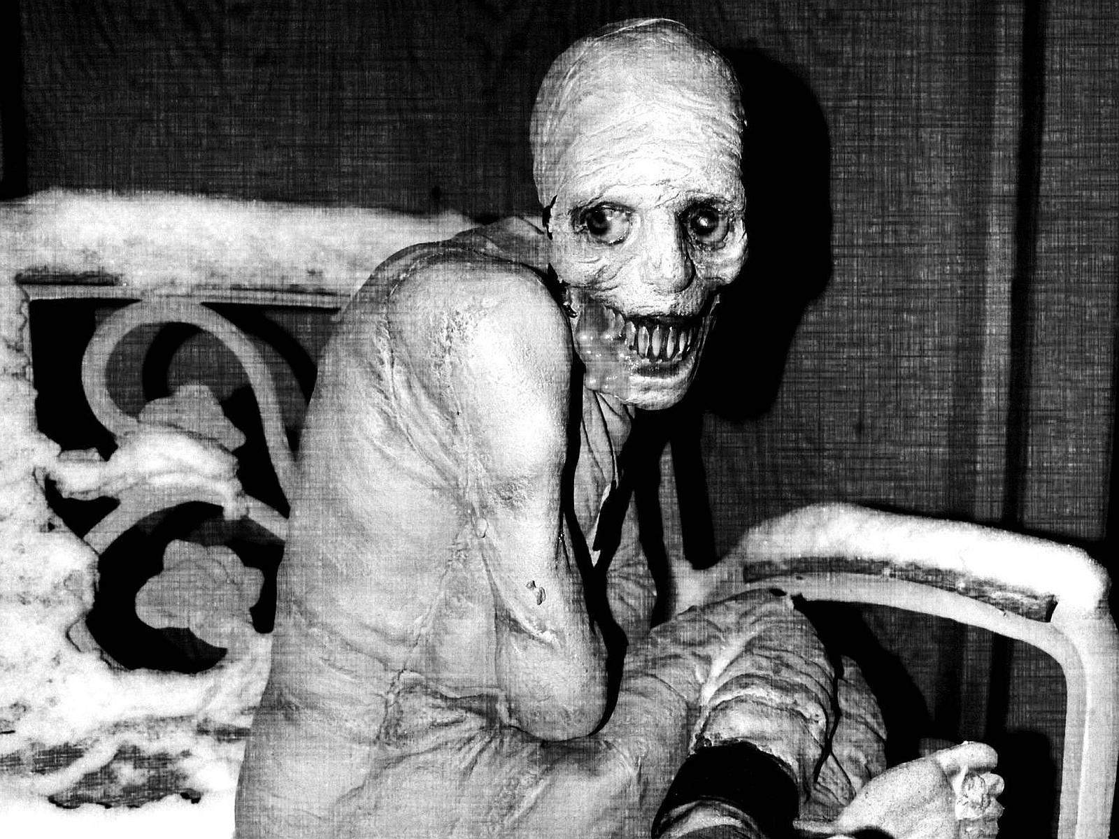 Creepy Pics, Women Collection