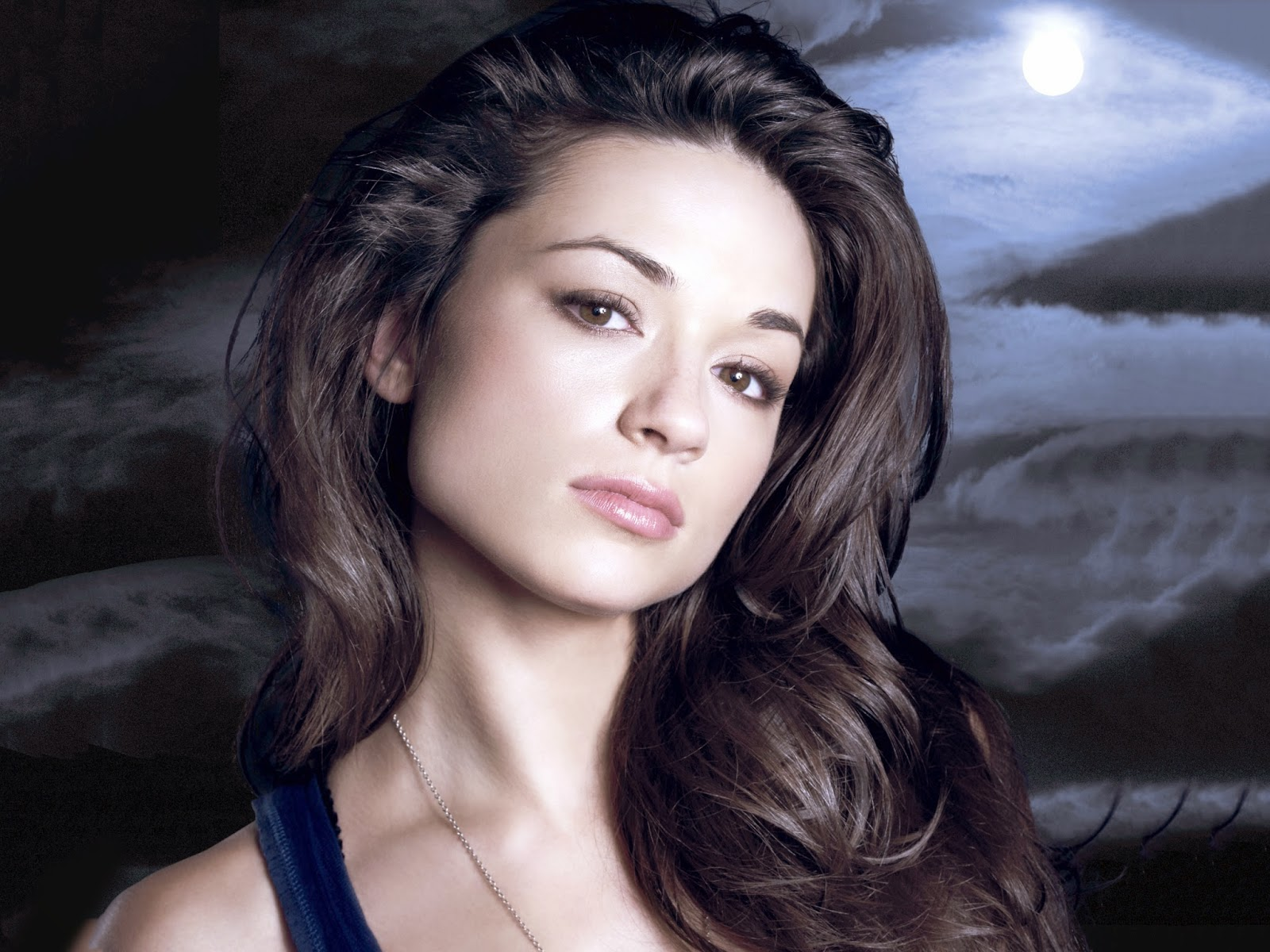 Amazing Crystal Reed Pictures & Backgrounds