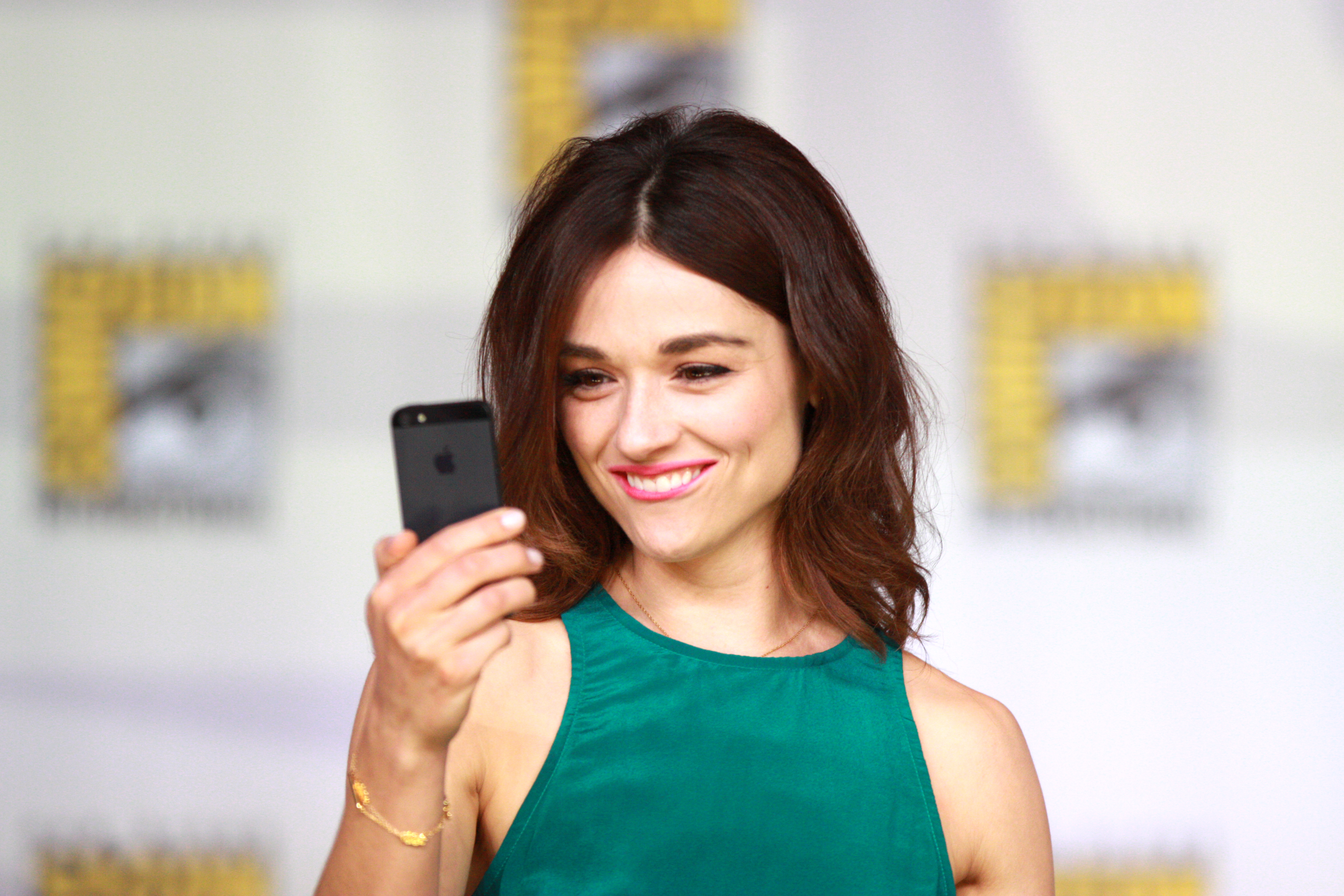 Crystal Reed Backgrounds on Wallpapers Vista