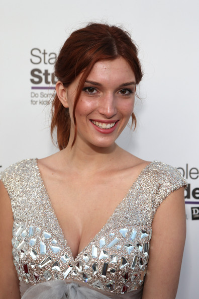Nice wallpapers Dani Thorne 396x594px