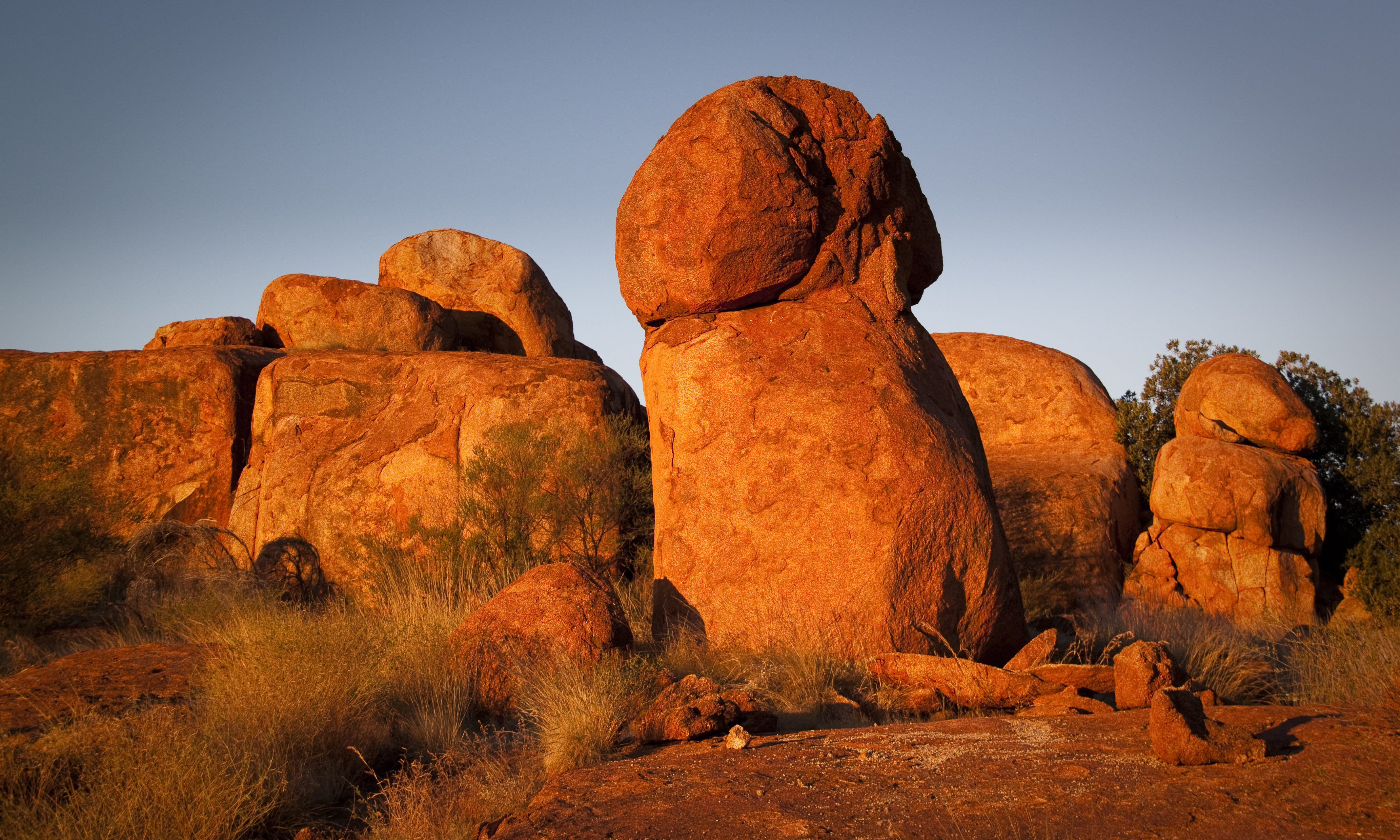 High Resolution Wallpaper | Devils Marbles 4269x2562 px