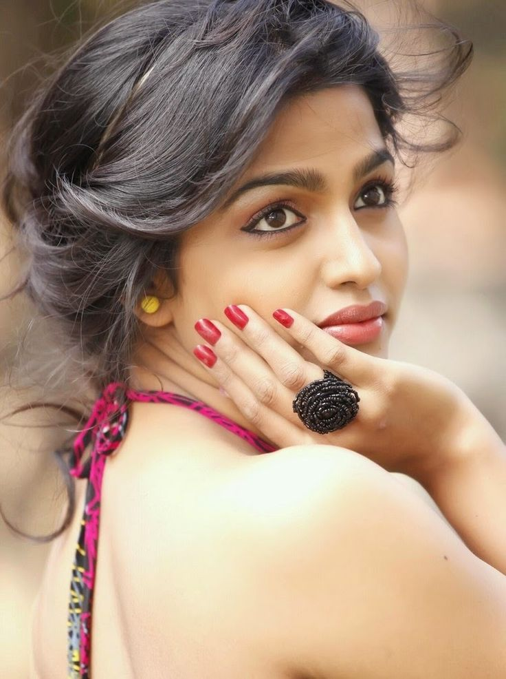 Dhansika Backgrounds, Compatible - PC, Mobile, Gadgets| 736x986 px