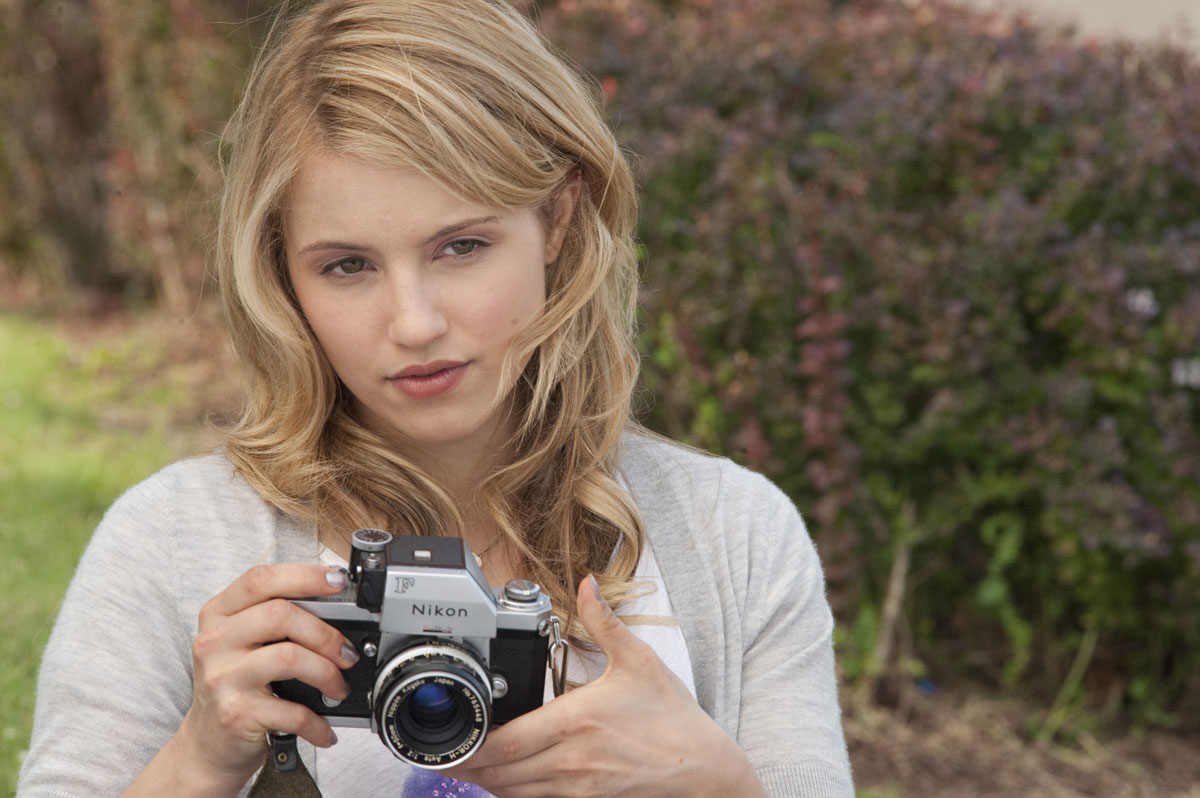 Images of Dianna Agron   1200x798
