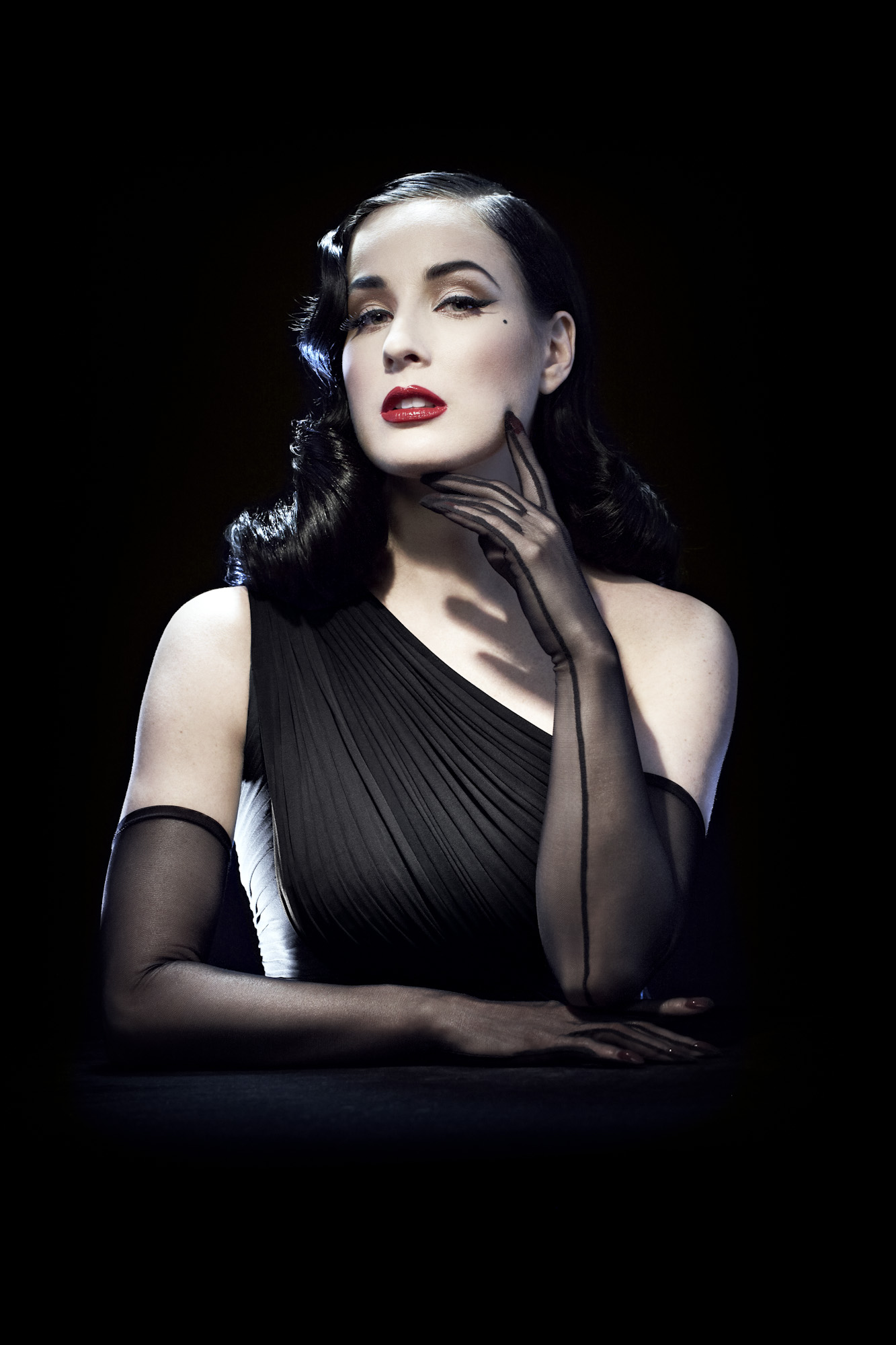 Amazing Dita Von Teese Pictures & Backgrounds