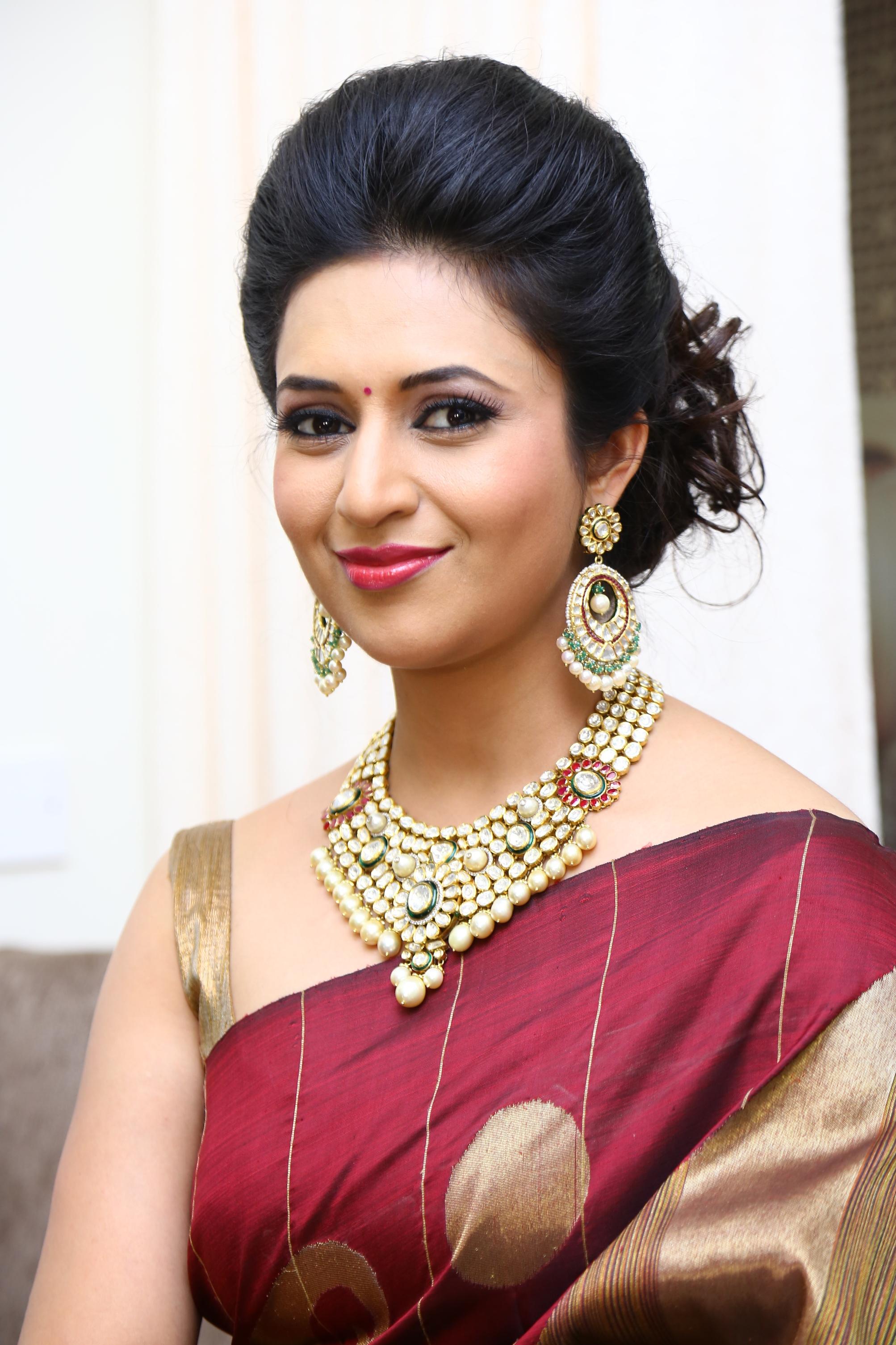 Amazing Divyanka Tripathi Pictures & Backgrounds