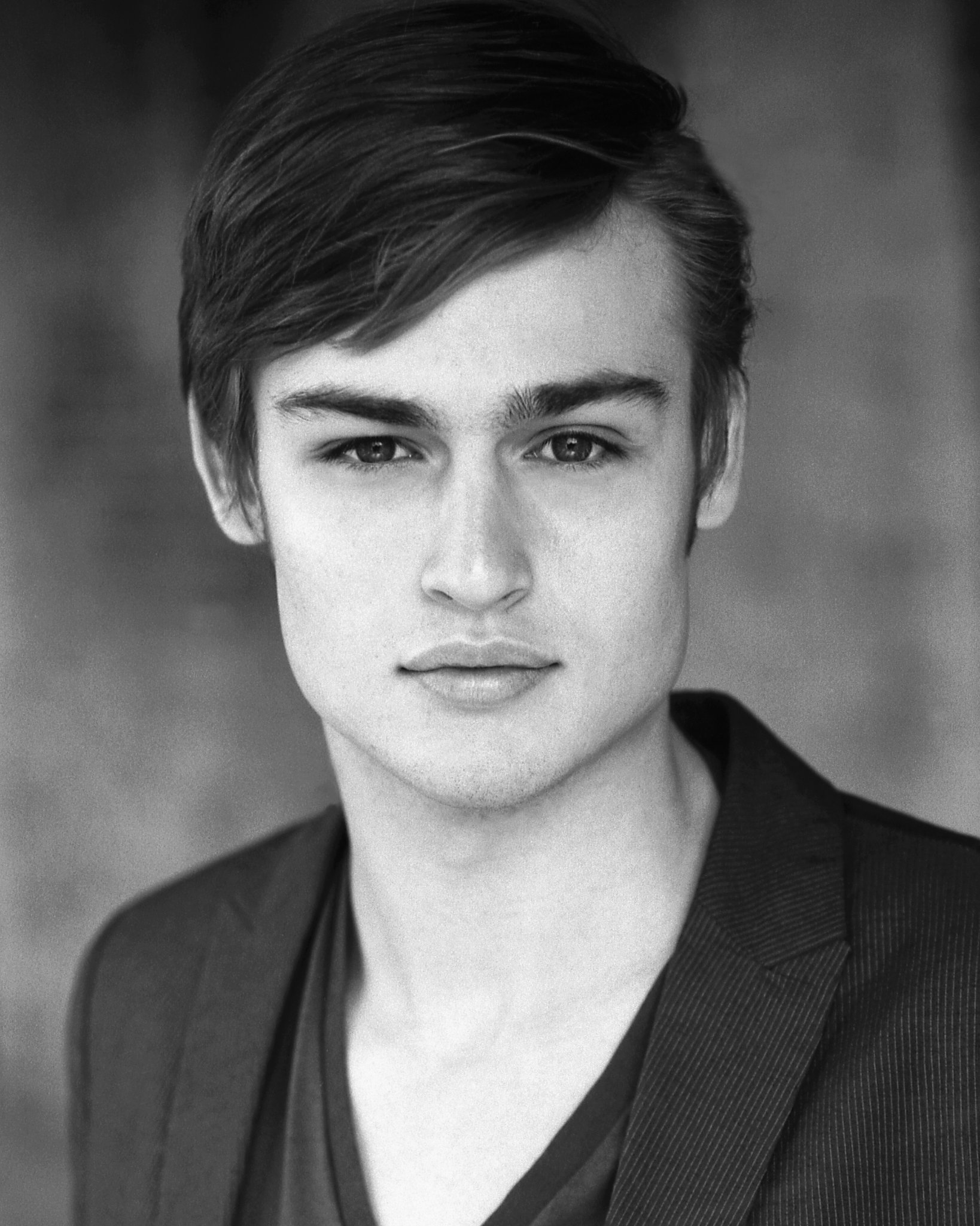 HQ Douglas Booth Wallpapers | File 473.74Kb