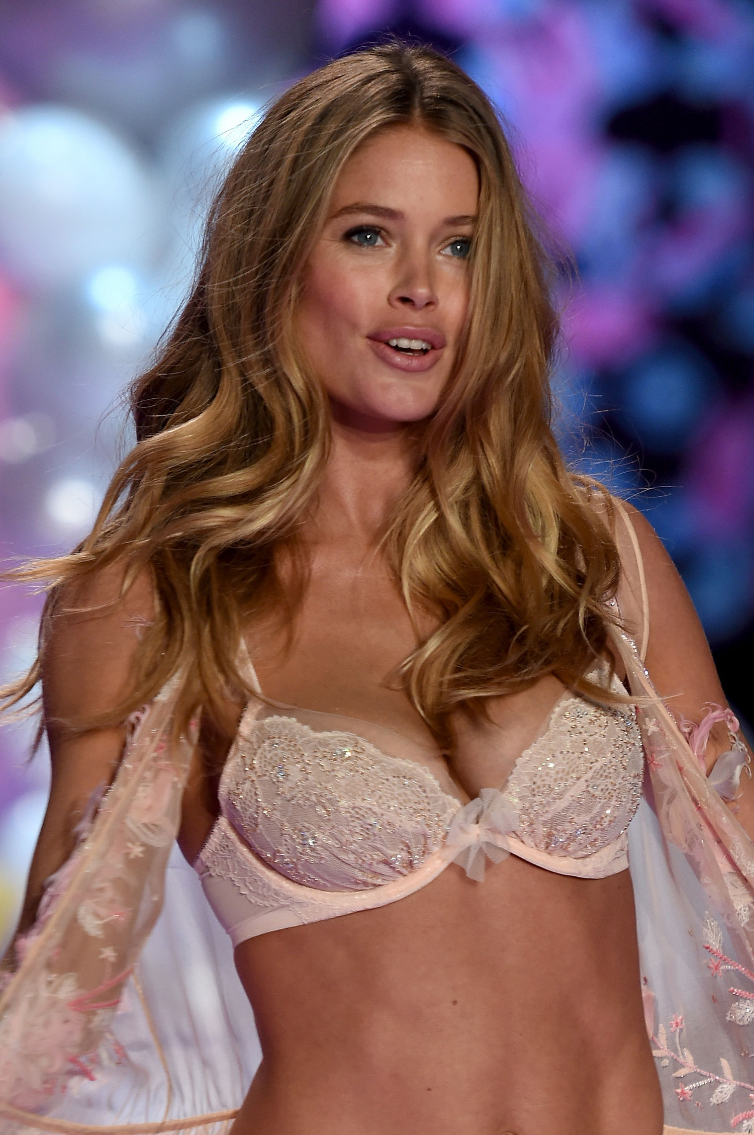 Doutzen Kroes Backgrounds, Compatible - PC, Mobile, Gadgets| 1500x2257 px