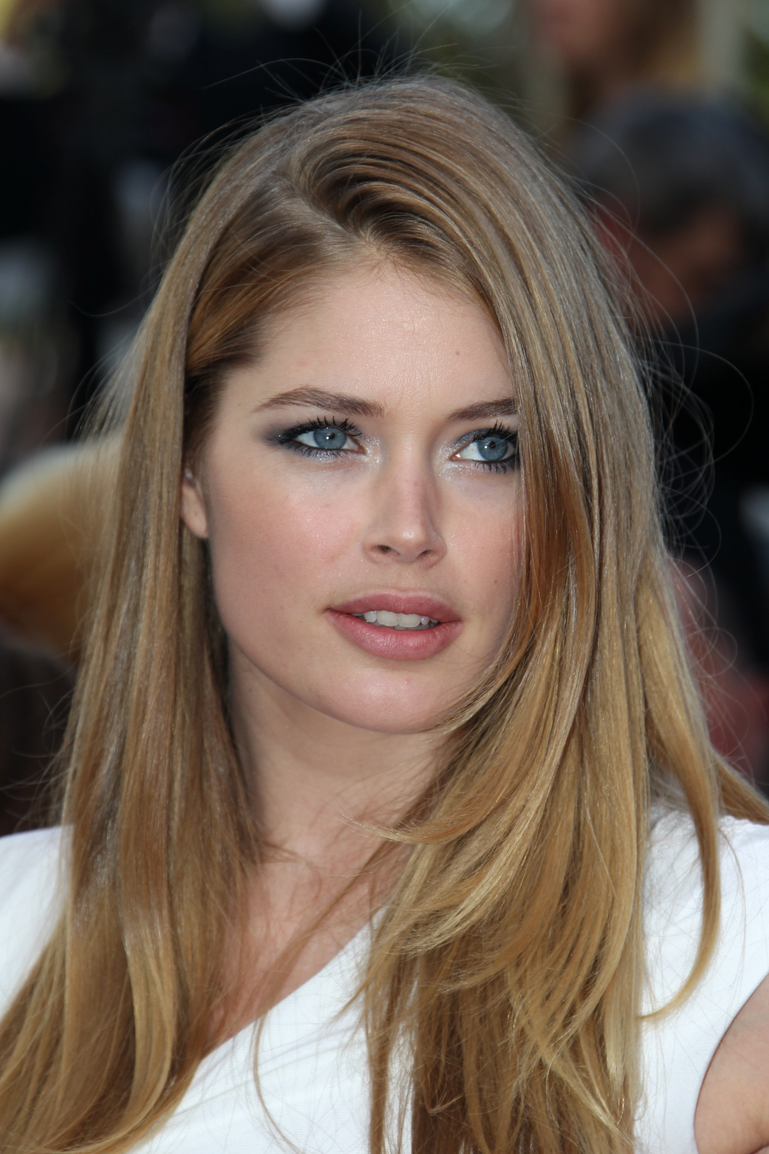 2513x3770 > Doutzen Kroes Wallpapers