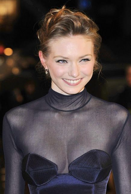 High Resolution Wallpaper | Eleanor Tomlinson 435x640 px