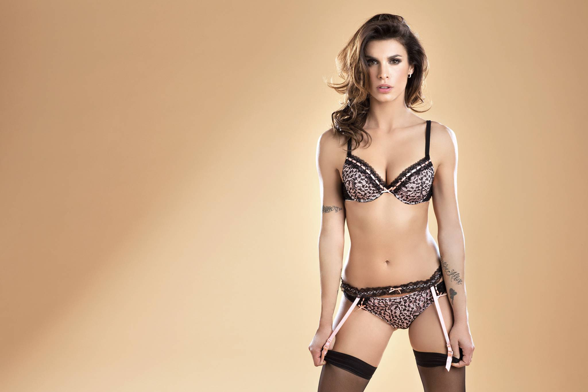 2048x1366 > Elisabetta Canalis Wallpapers