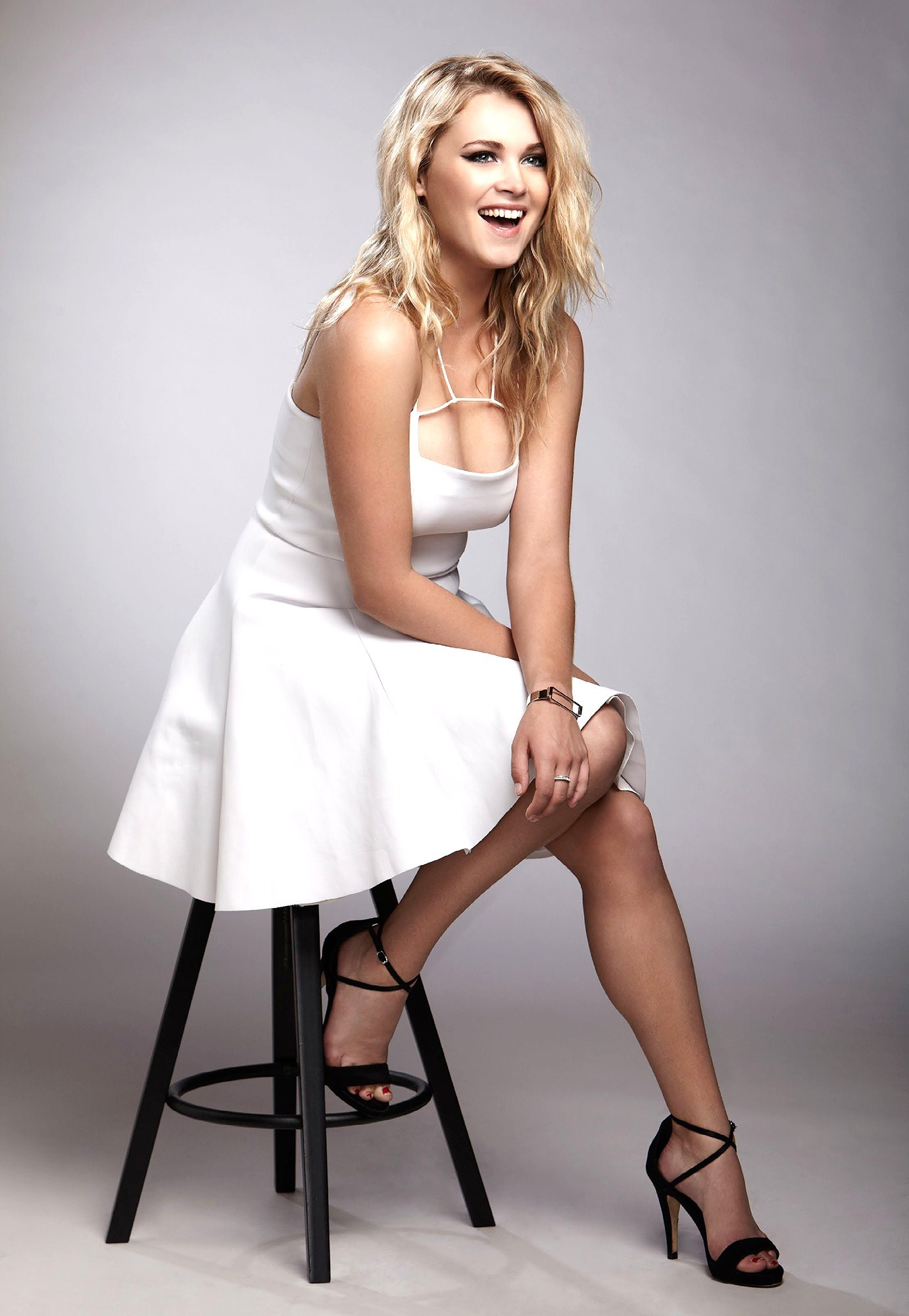 HD Quality Wallpaper | Collection: Celebrity, 1382x2000 Eliza Taylor