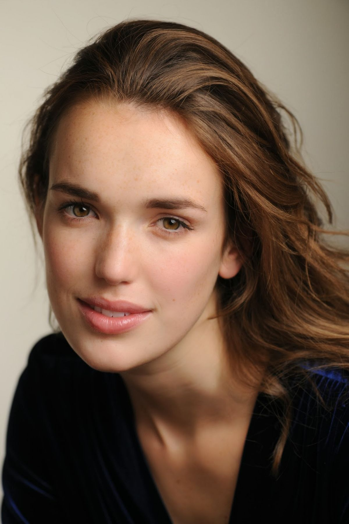 Elizabeth Henstridge Backgrounds, Compatible - PC, Mobile, Gadgets| 1200x1800 px