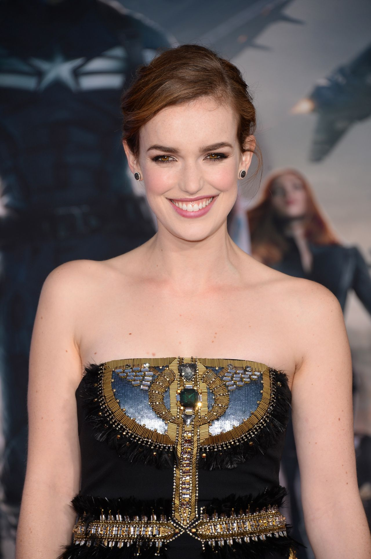 HD Quality Wallpaper | Collection: Celebrity, 1280x1926 Elizabeth Henstridge
