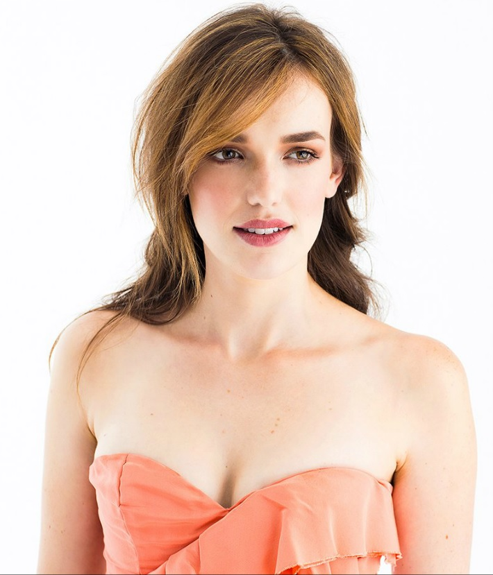 Amazing Elizabeth Henstridge Pictures & Backgrounds