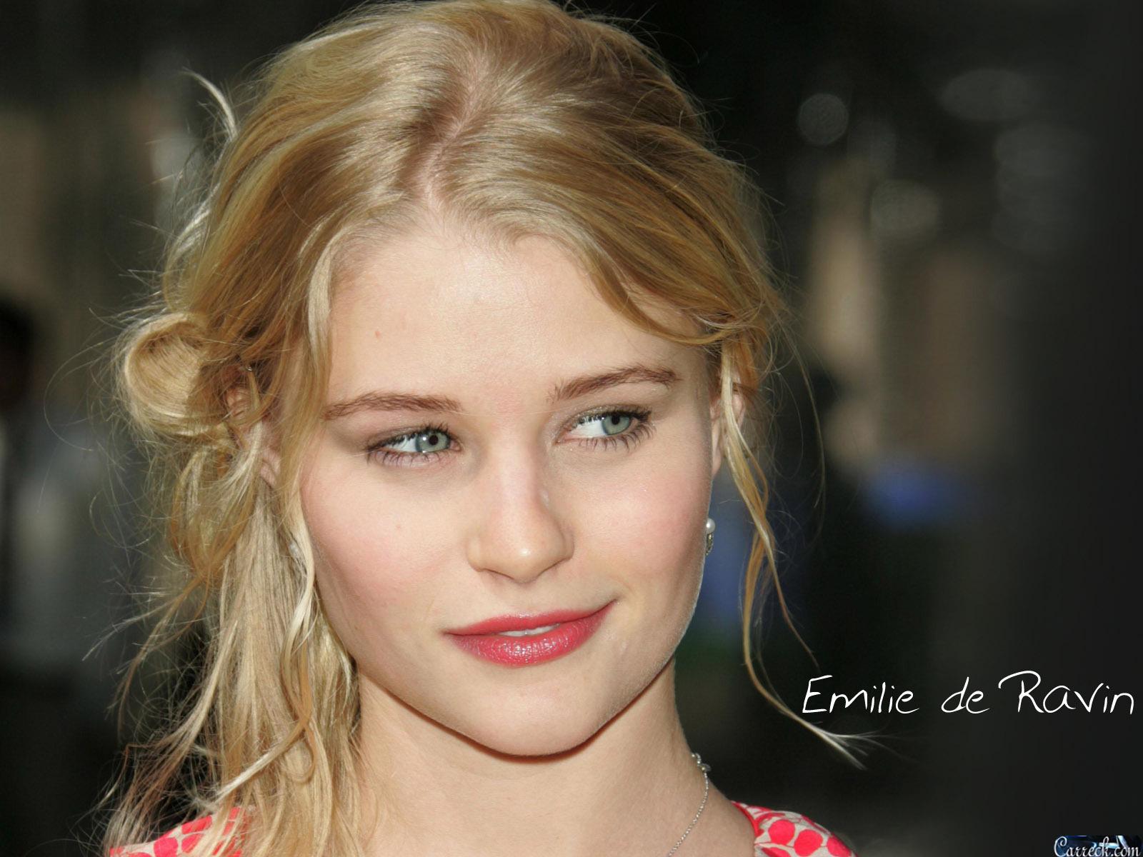 Amazing Emilie De Ravin Pictures & Backgrounds