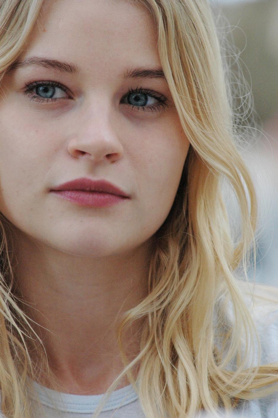 Emilie De Ravin Pics, Celebrity Collection
