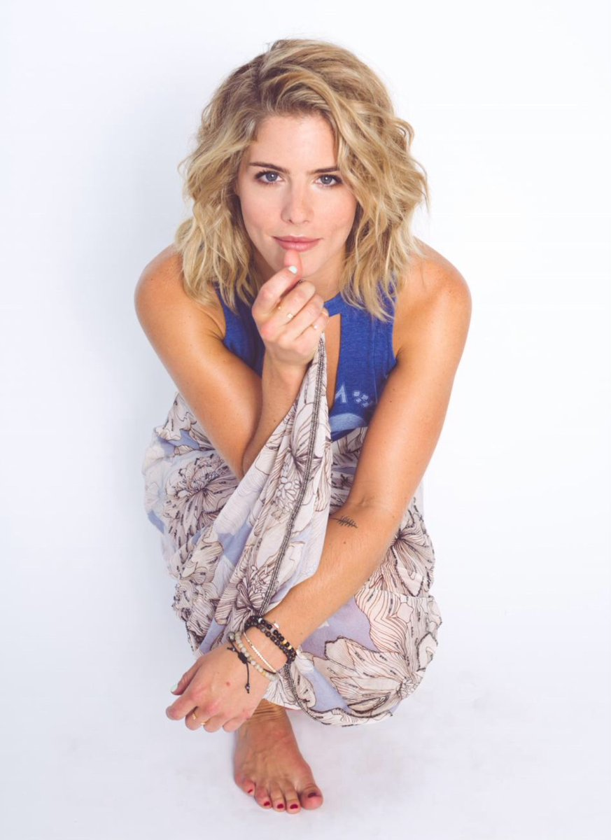 Nice Images Collection: Emily Bett Rickards Desktop Wallpapers