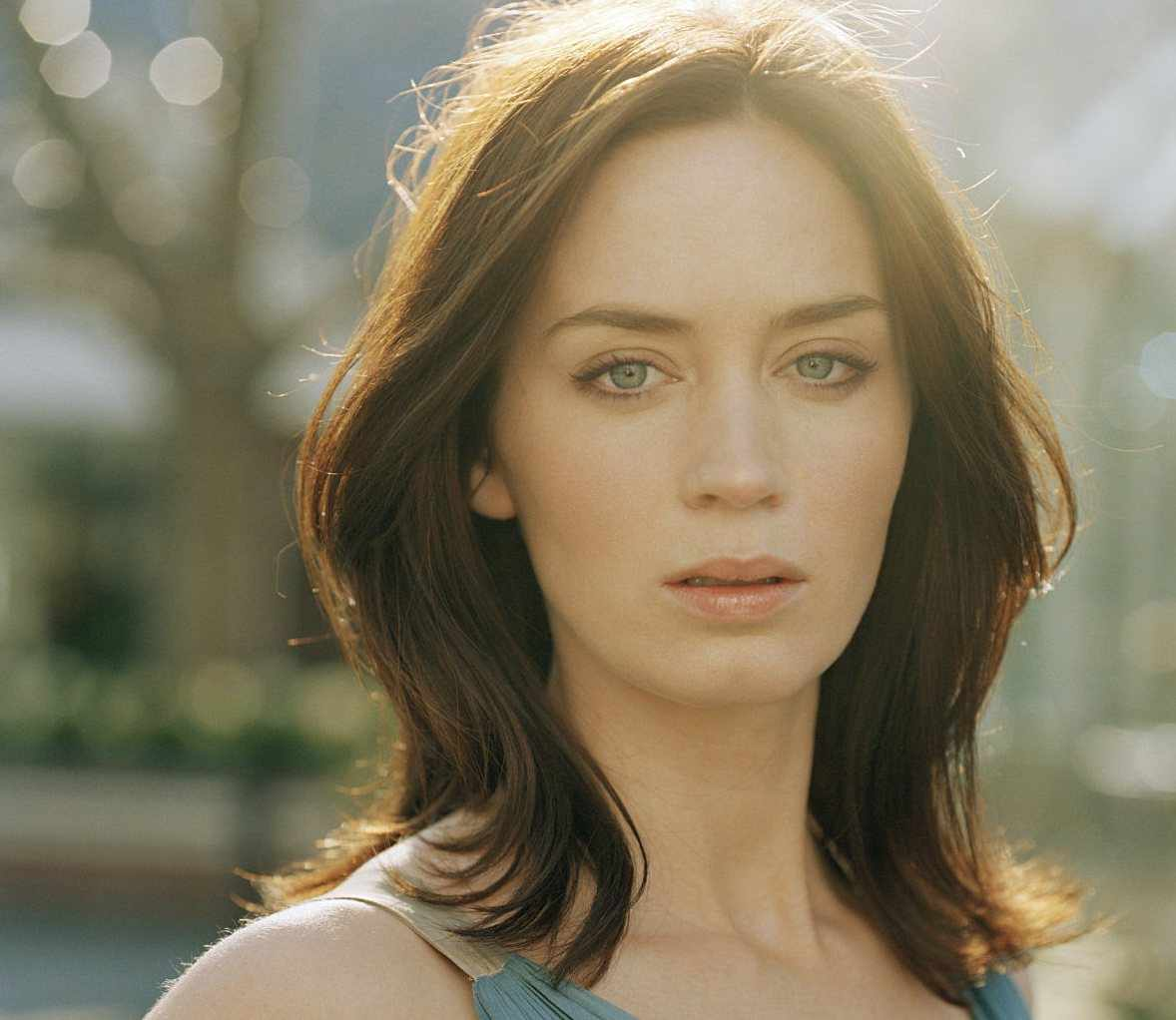 HQ Emily Blunt Wallpapers   File 65.74Kb