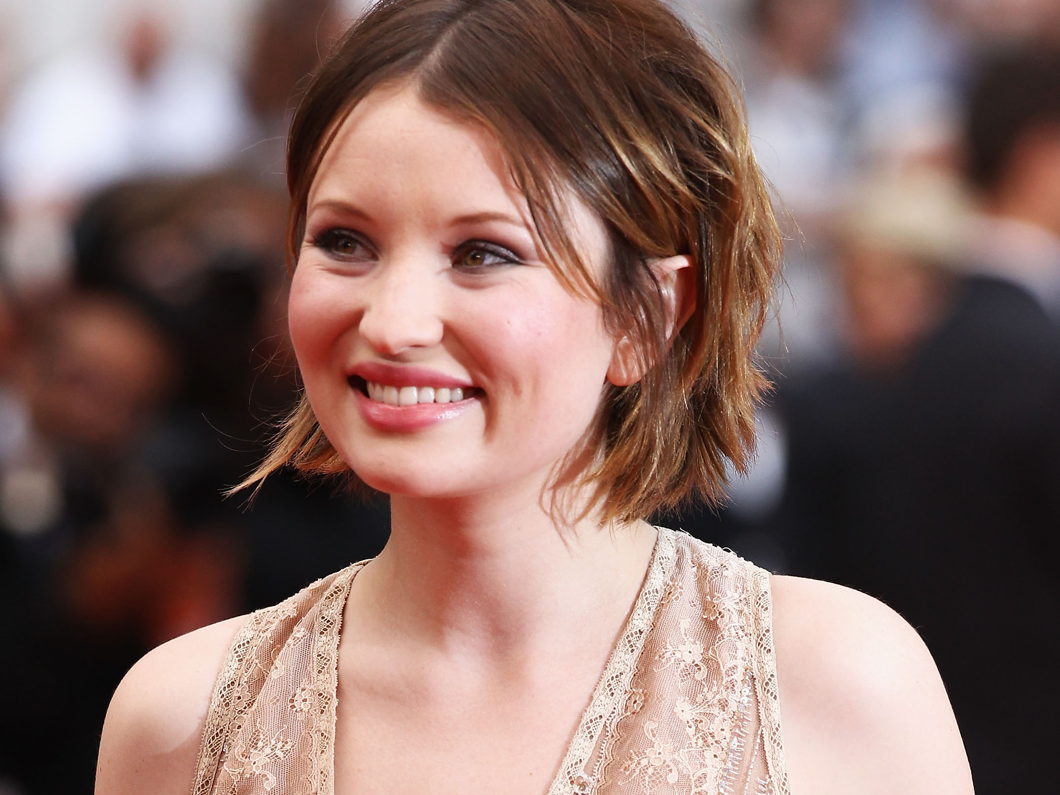 High Resolution Wallpaper | Emily Browning 2090x1567 px