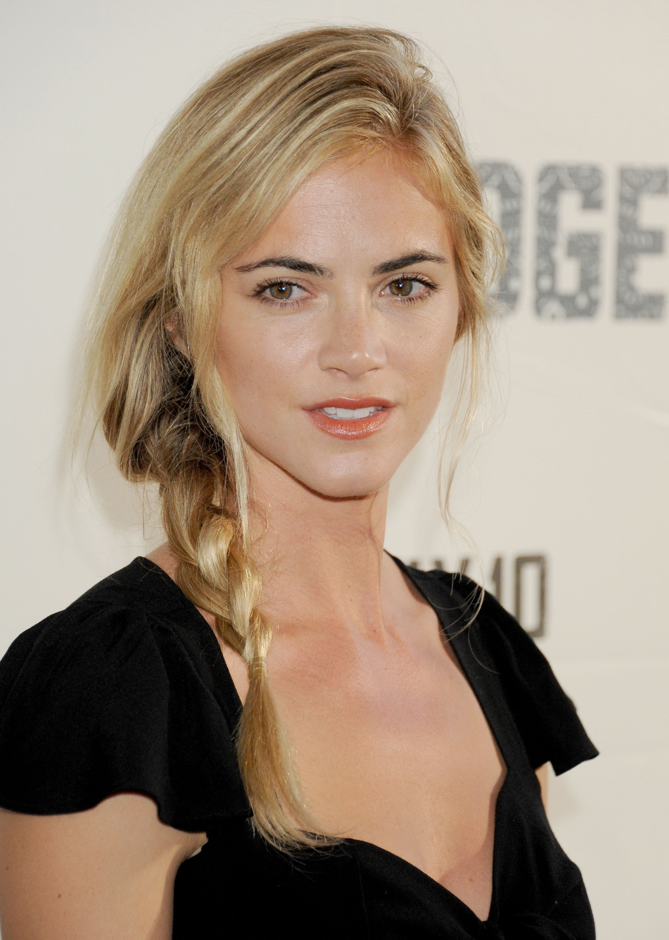 Emily Wickersham Backgrounds, Compatible - PC, Mobile, Gadgets| 2136x3000 px