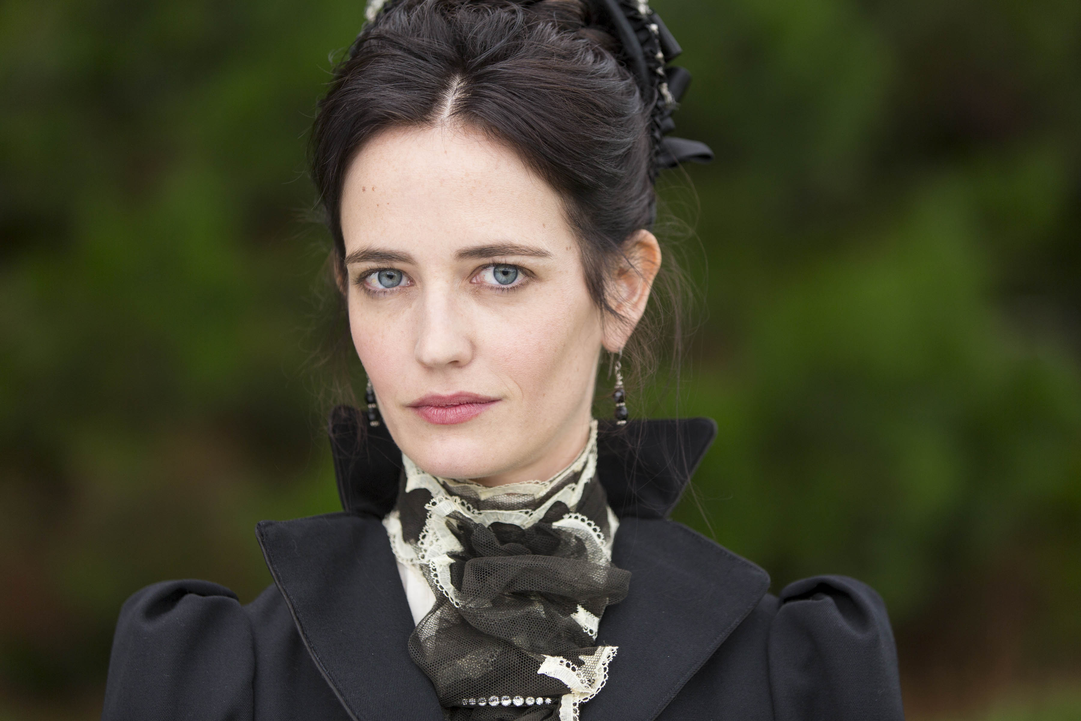 Amazing Eva Green Pictures & Backgrounds