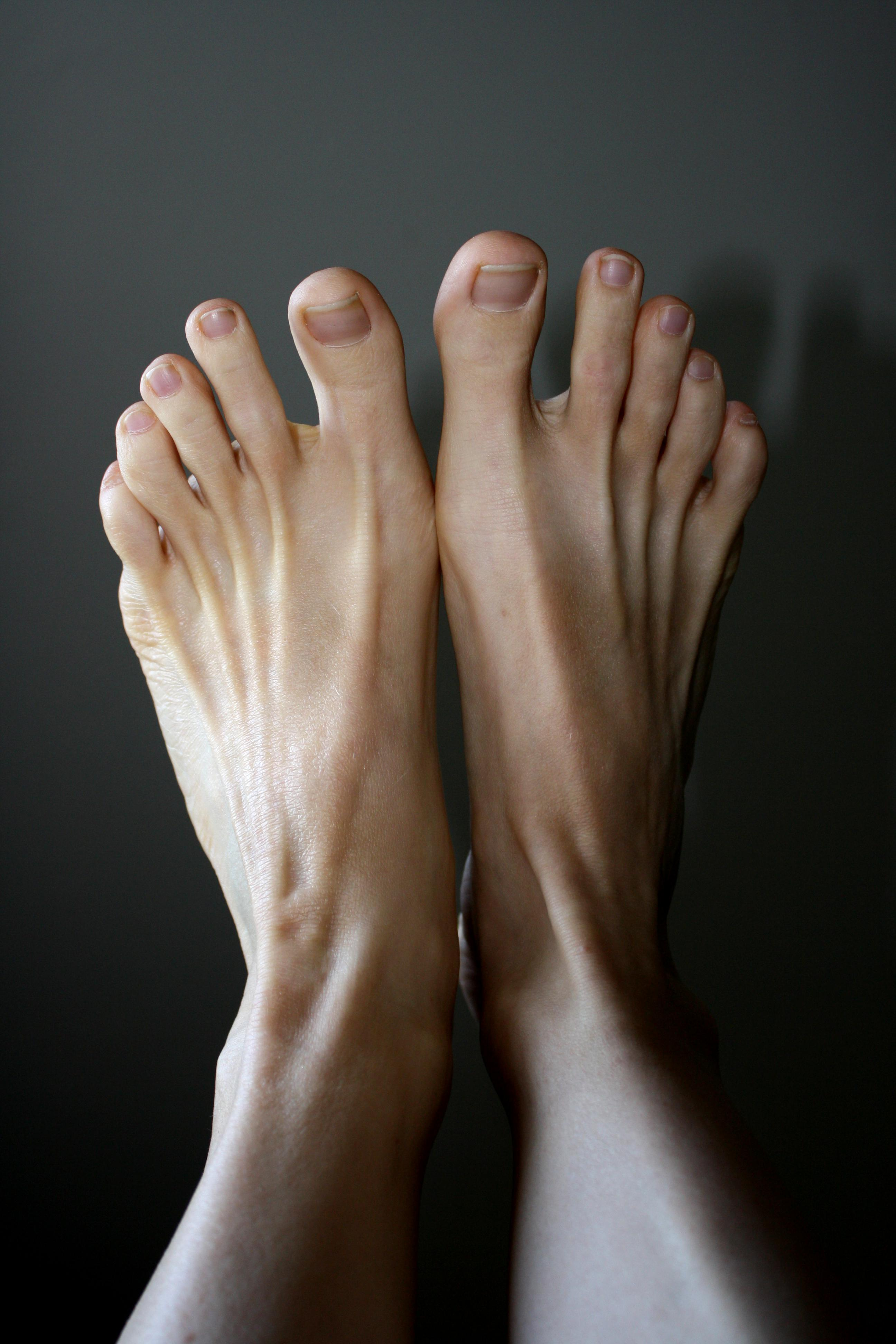 Amazing Feet Pictures & Backgrounds