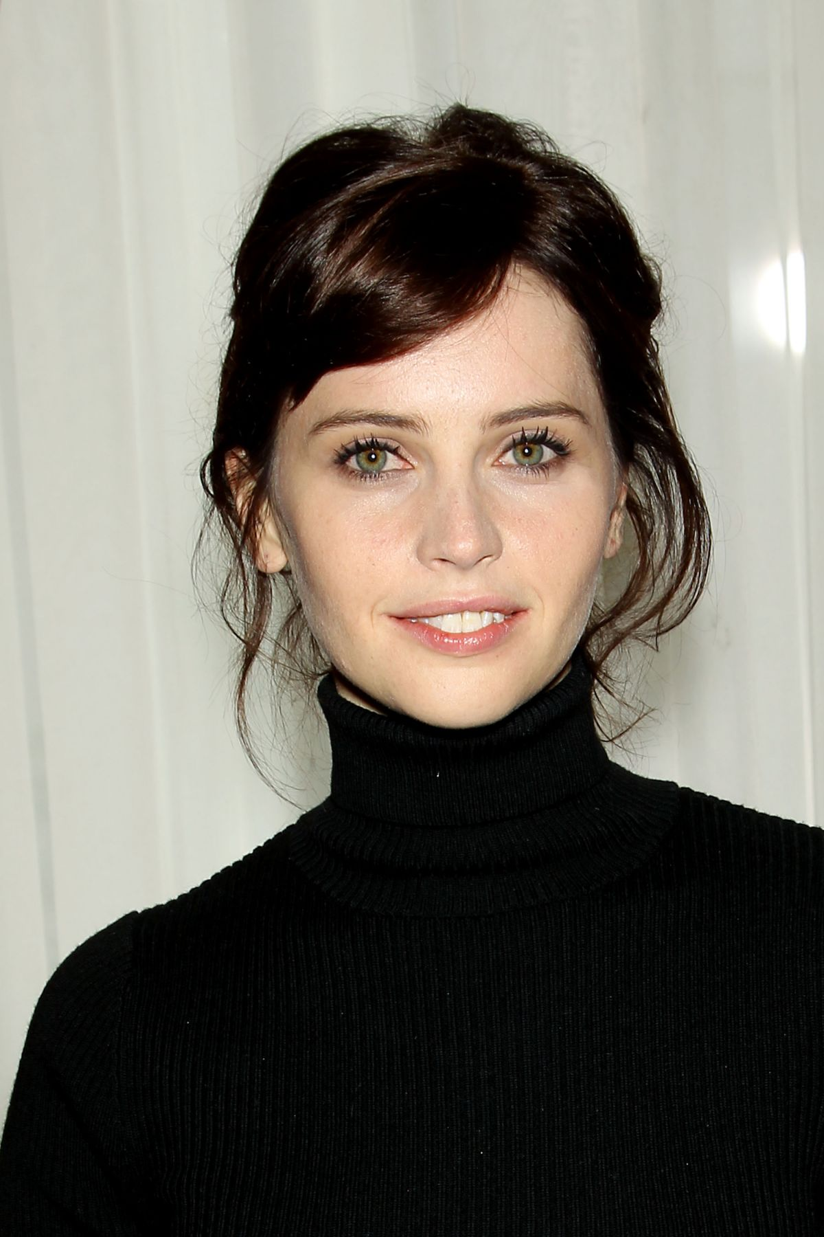 Felicity Jones High Quality Background on Wallpapers Vista