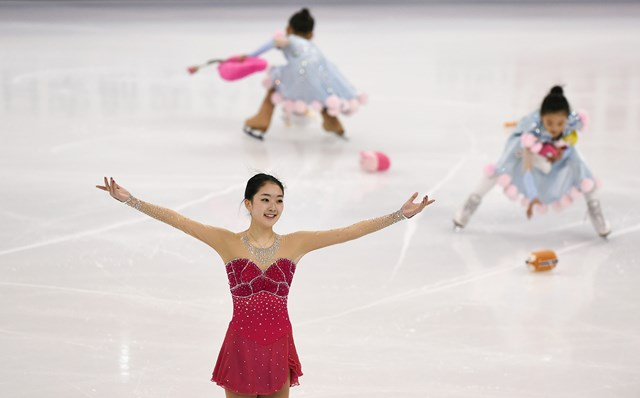 Amazing Figure Skating Pictures & Backgrounds