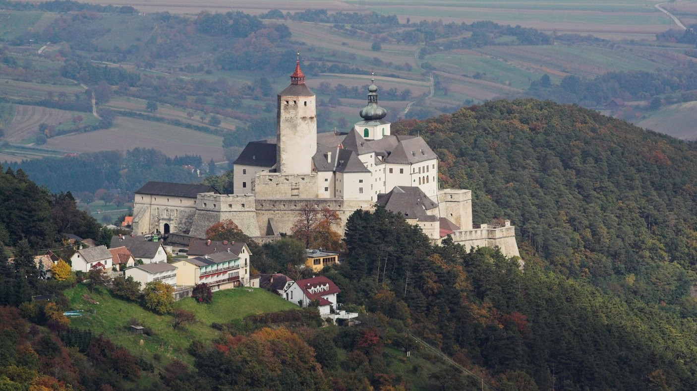 Images of Forchtenstein Castle | 1406x788