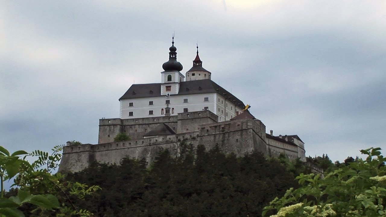 HQ Forchtenstein Castle Wallpapers | File 94.89Kb
