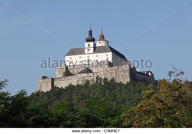 HD Quality Wallpaper | Collection: Man Made, 640x447 Forchtenstein Castle