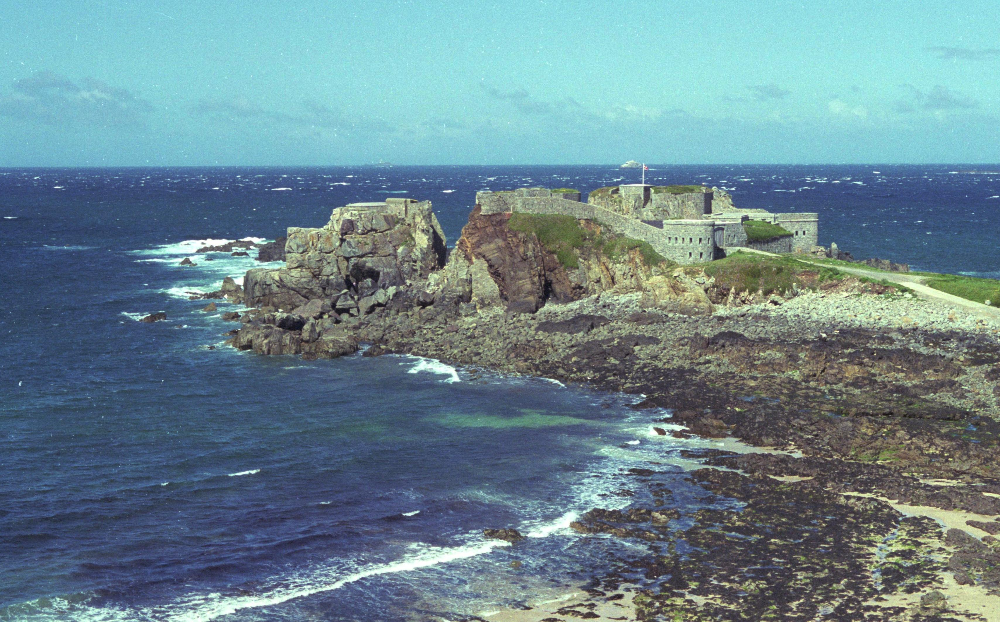 Amazing Fort Clonque Pictures & Backgrounds