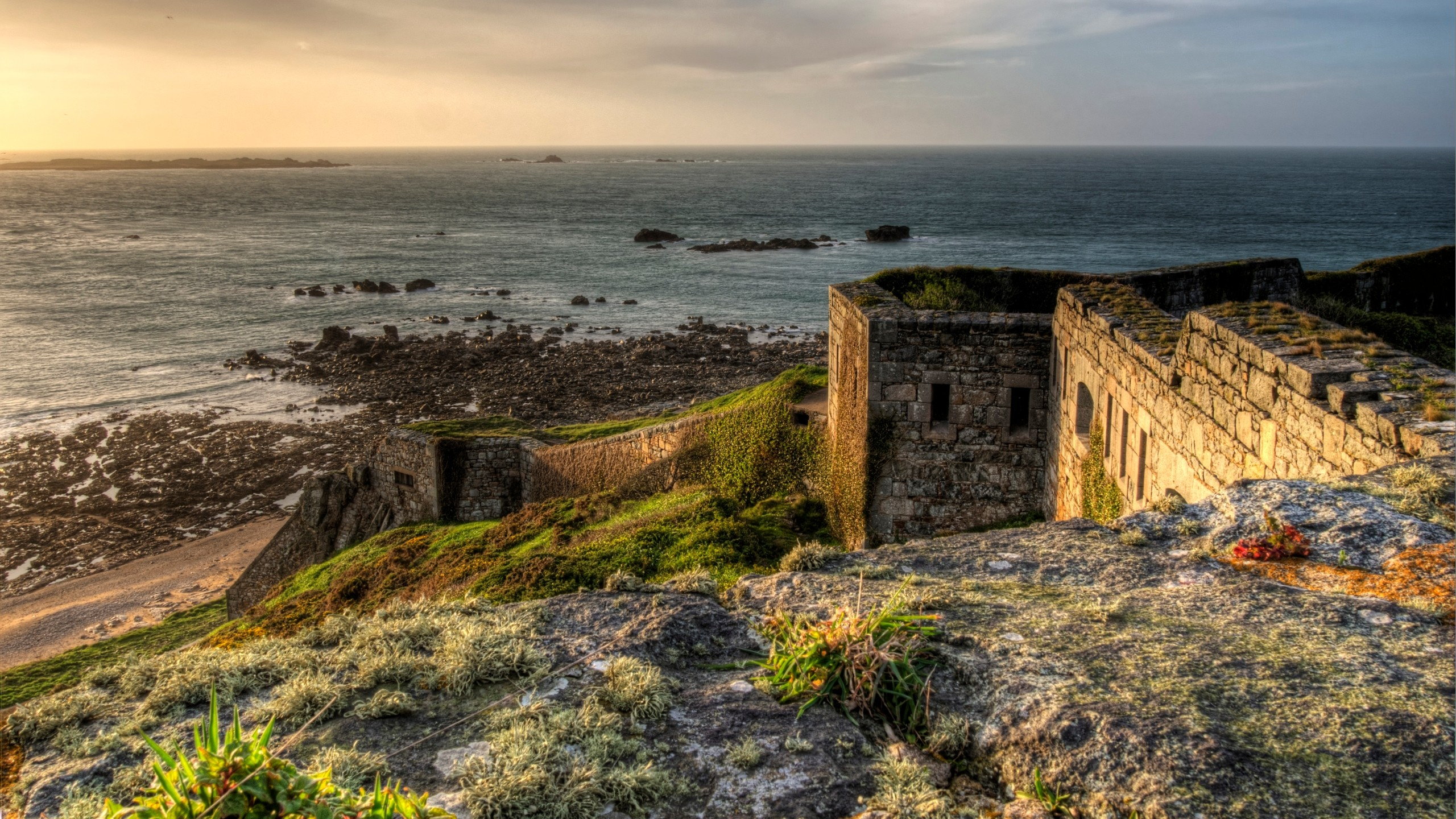 HD Quality Wallpaper | Collection: Man Made, 2560x1440 Fort Tourgis