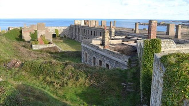 HD Quality Wallpaper | Collection: Man Made, 660x371 Fort Tourgis