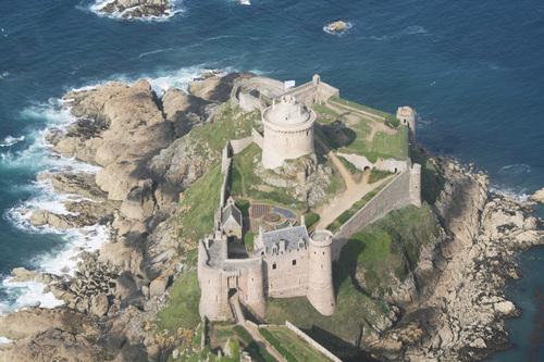 Amazing Fort-la-Latte Pictures & Backgrounds