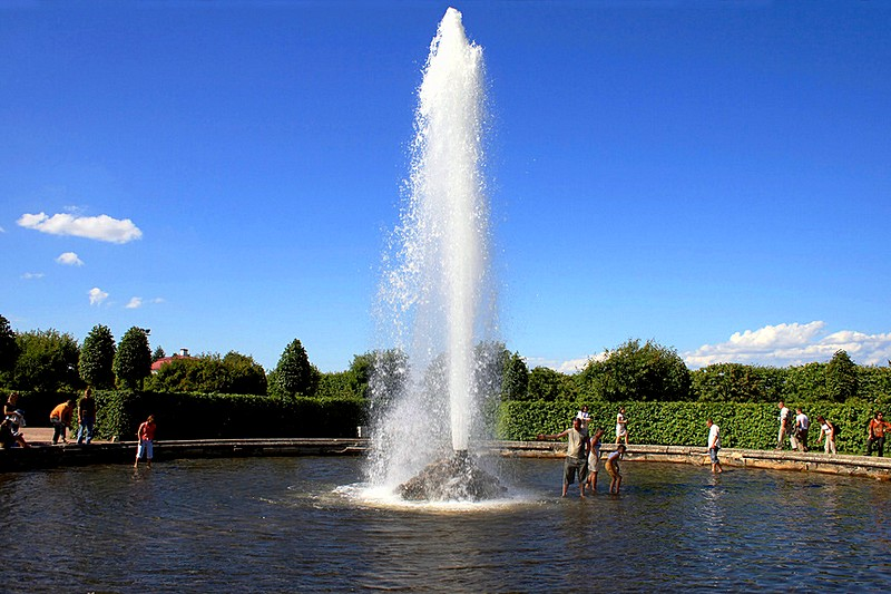 Nice Images Collection: Fountain Desktop Wallpapers