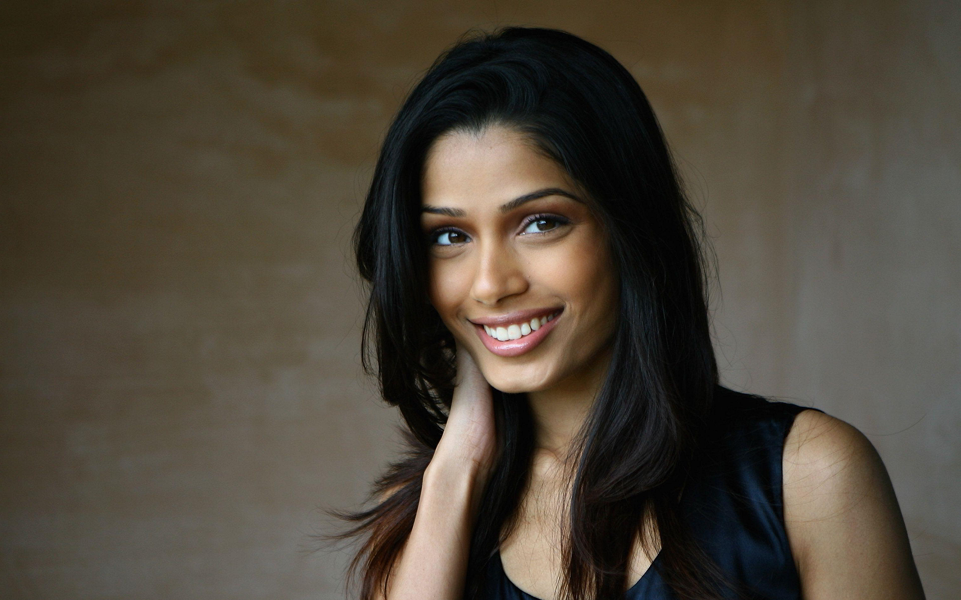 Freida Pinto High Quality Background on Wallpapers Vista