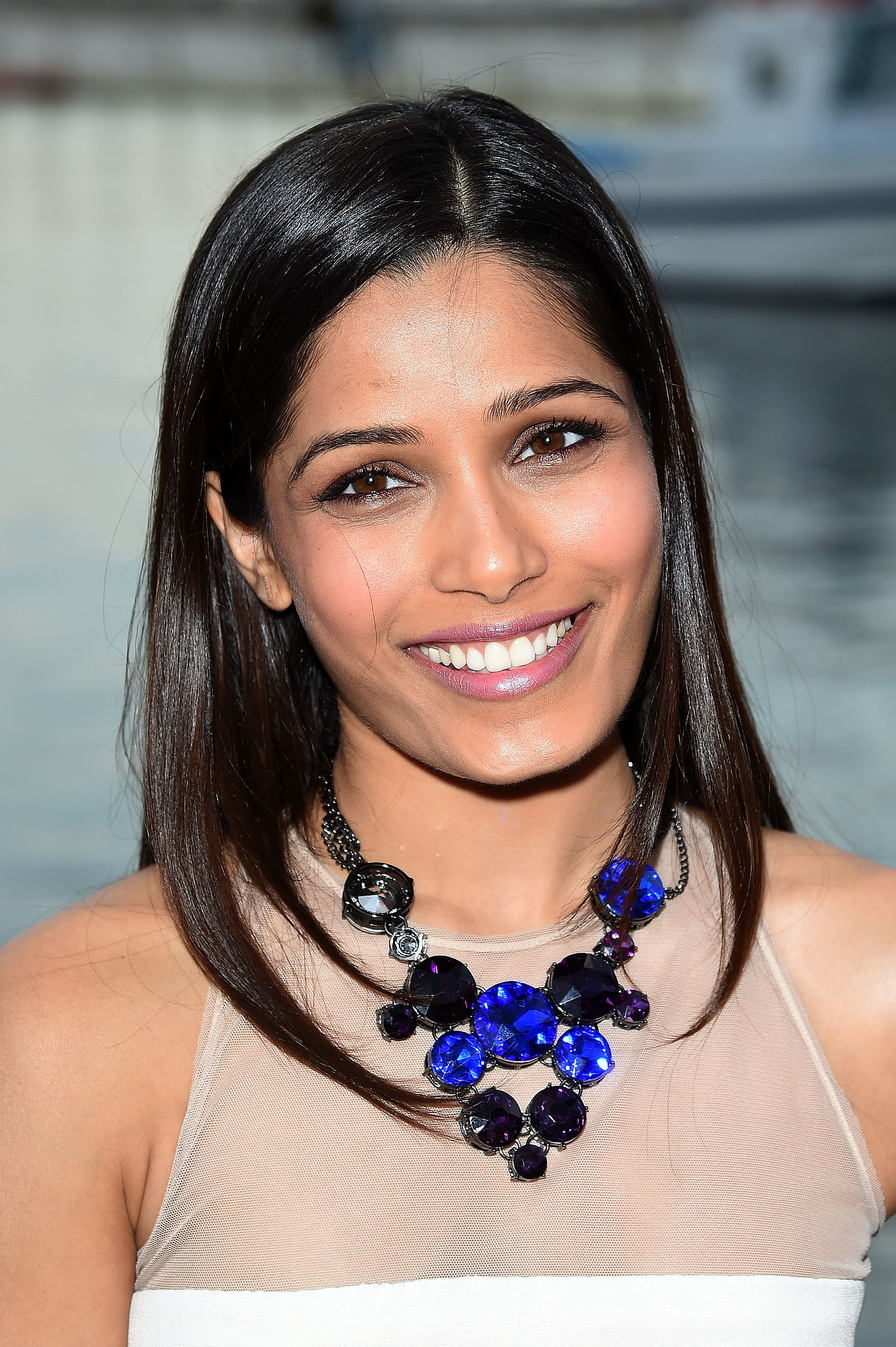 High Resolution Wallpaper | Freida Pinto 1363x2048 px