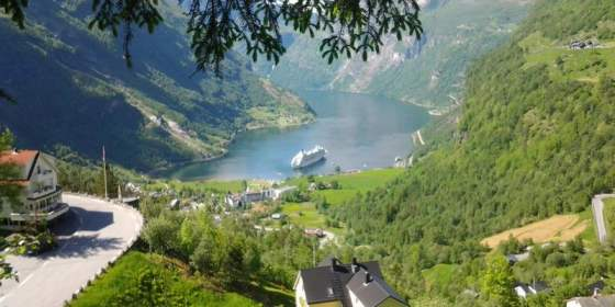 HD Quality Wallpaper | Collection: Earth, 560x280 Geirangerfjord