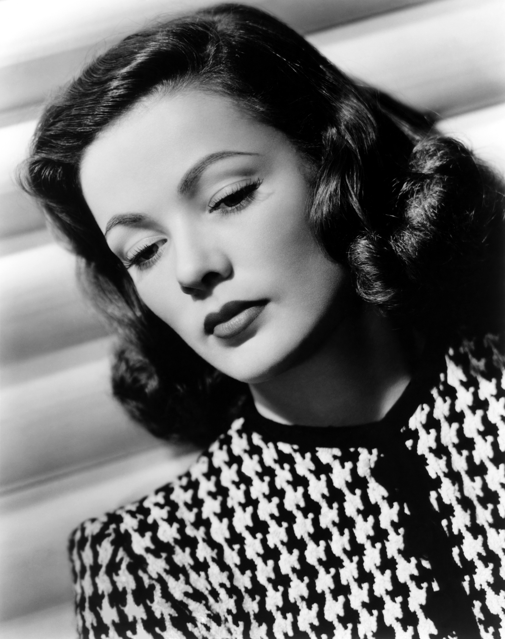 Amazing Gene Tierney Pictures & Backgrounds