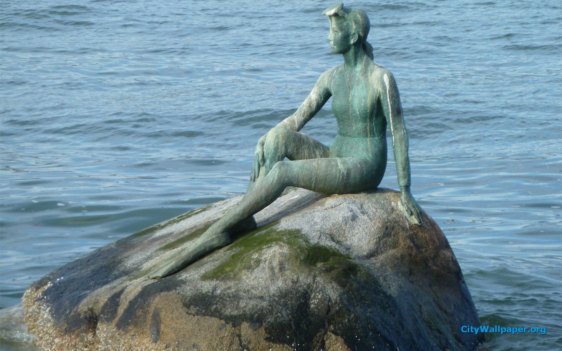 1920x1200 > Girl In A Wetsuit Statue Wallpapers