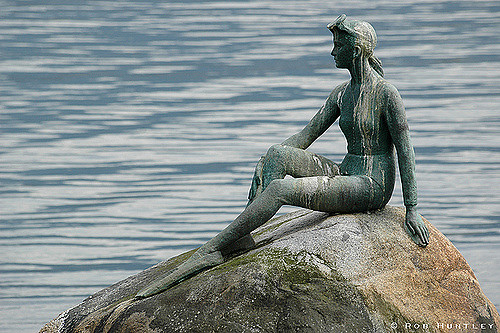 Girl In A Wetsuit Statue Backgrounds, Compatible - PC, Mobile, Gadgets  500x333 px