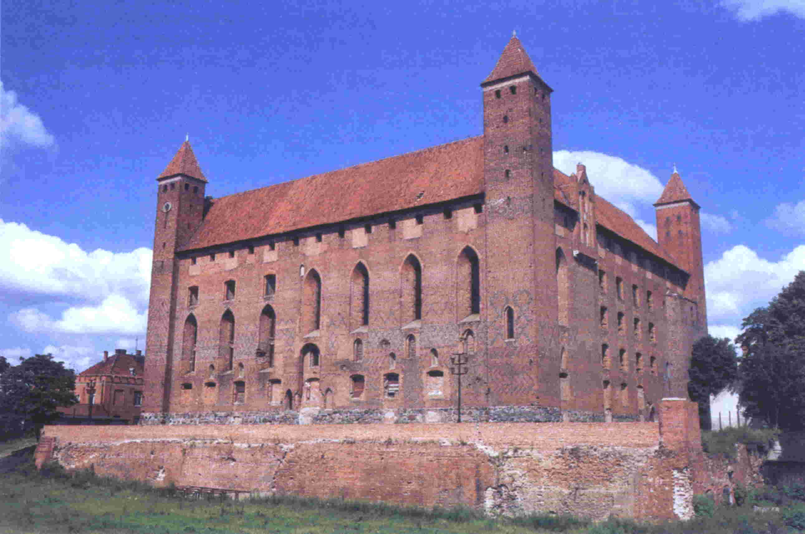 Gniew Castle Backgrounds on Wallpapers Vista
