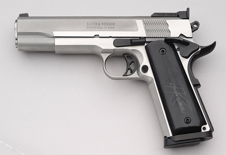 Nice Images Collection: Gun Desktop Wallpapers
