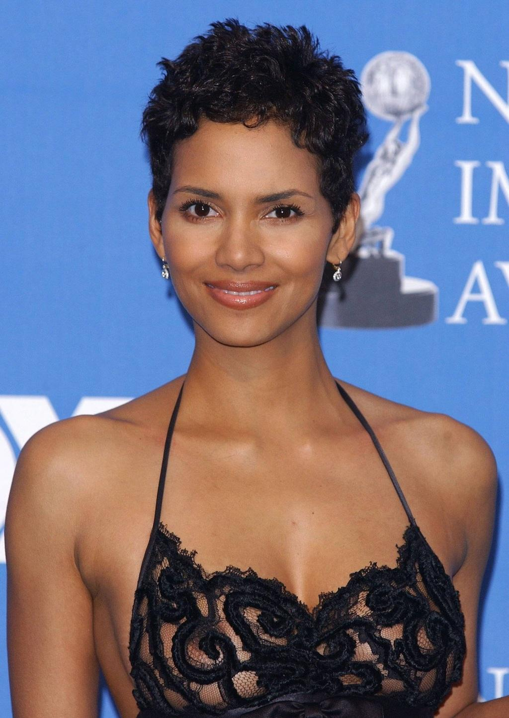 Amazing Halle Berry Pictures & Backgrounds